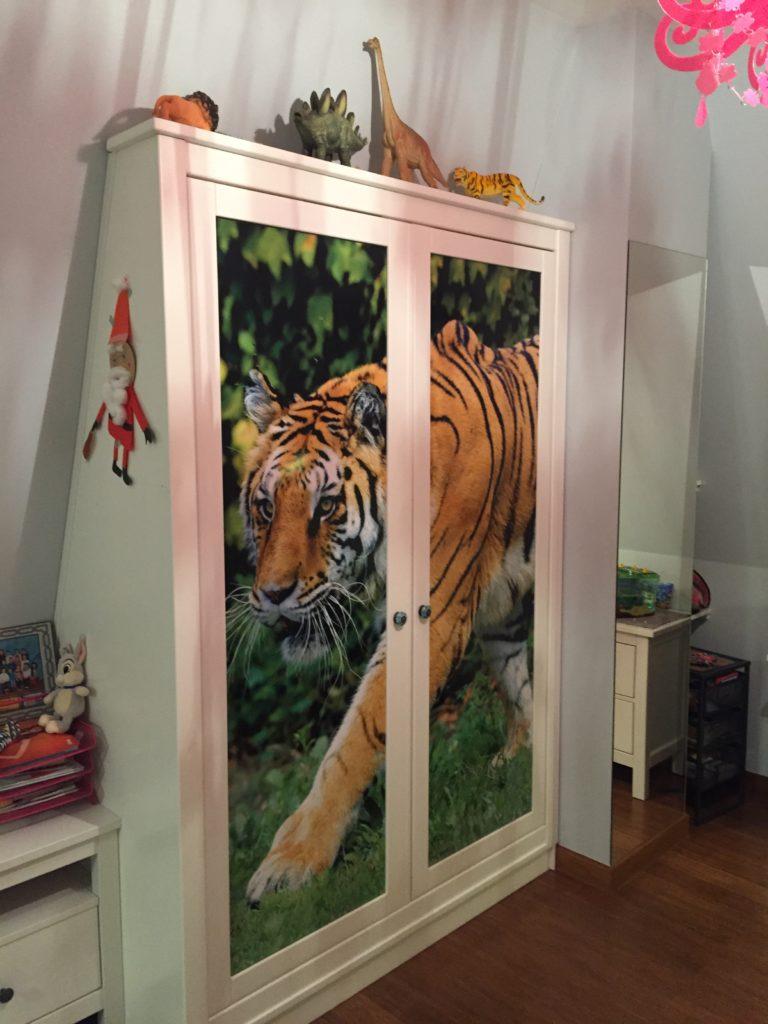 tygrys w pokoju miłośniczki zwierząt