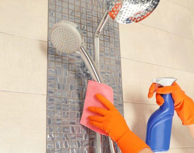 Sposoby na wyczyszczenie kabiny prysznicowej i brodzika